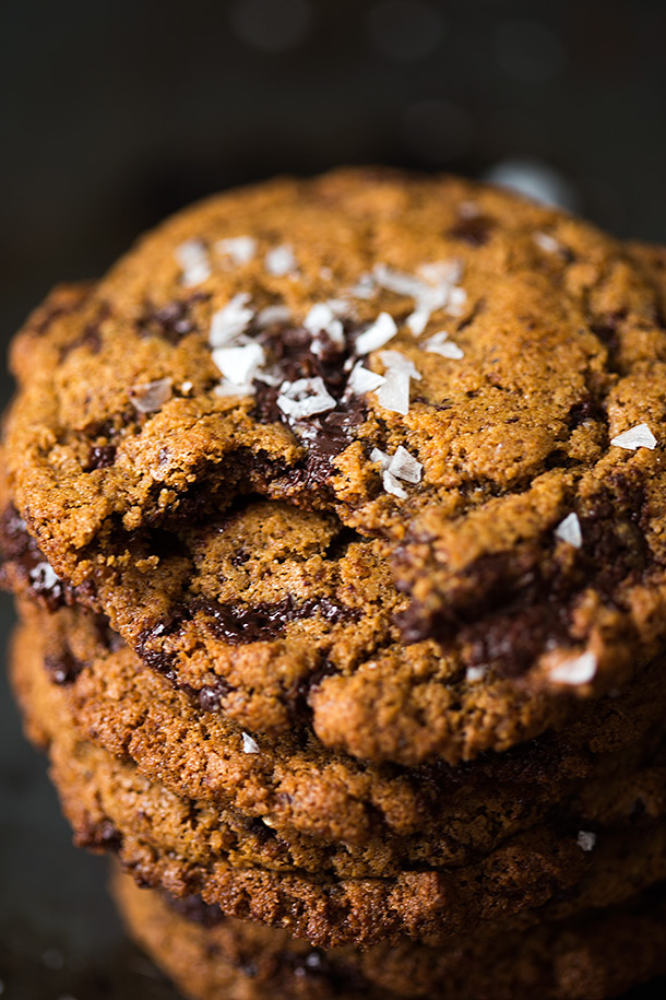 Chewy-Dark-Chocoalte-Chunk-Cookies-with-Sea-Salt-recipe-from-Slim-Palate