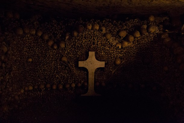 Catacomb-Skulls-and-Cross