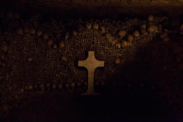 Catacomb-Skulls-and-Cross
