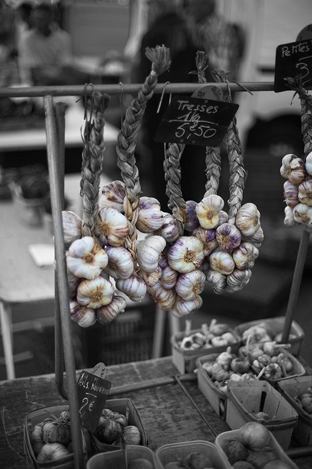 Farmers-Market-beautiful-garlic
