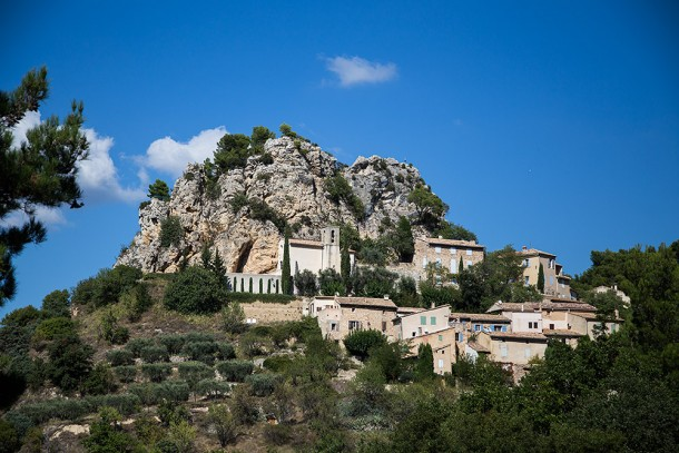 Small-Village-in-Avignon-Mountains