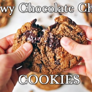 (Video) Chewy Chocolate Chunk Cookies